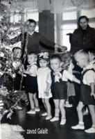 Детский сад Силикатного з-да (КСМ-24). Праздник Новогодней ёлки 1961-62 г. Усов Толя - с белым бантом.