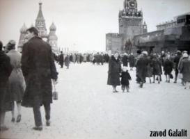 Москва, Красная площадь. 1963 г. Антонина Васильевна и Толя Усовы.