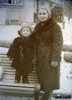 Парк Фили, главная аллея, летний кинотеатр. 1963 г. Усовы Антонина Васильевна и Толя
