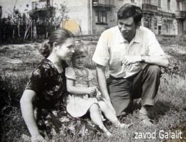 Пос. Главмосстроя у д. 17. 1962 г. Чириковы Нина, Оля и Виктор (все из д.14)